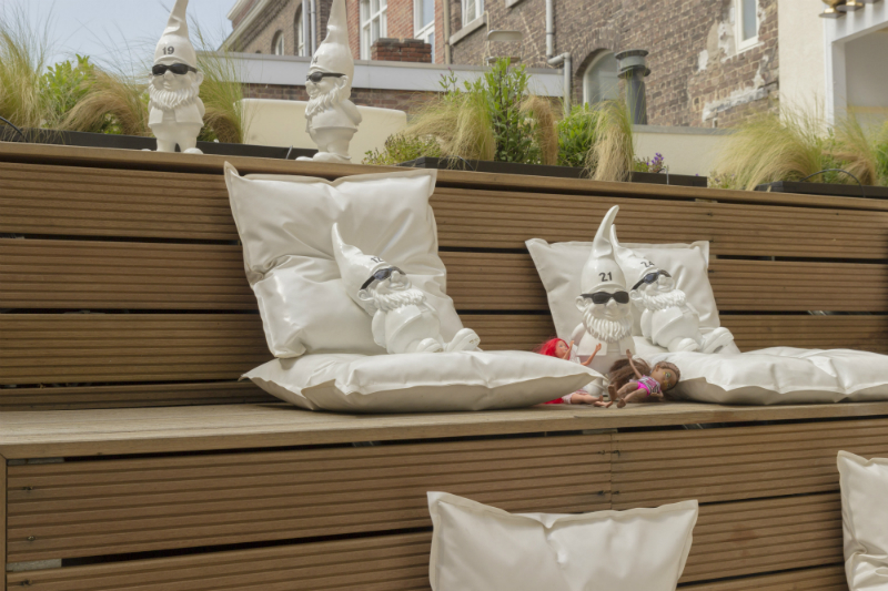 Patiotuin wit kaboom hotel kabouters 1